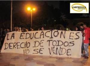 Postulantes protestaron: 'La educación es un derecho, no se vende'