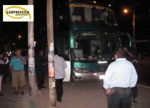 Turba lanzaron piedras contra ómnibus tras asaltar a copiloto en Ica